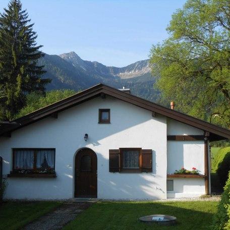 Unser Ferienhaus liegt zurückgesetzt an einer ruhigen Anliegerstraße. Hier sind Sie im Urlaub ganz ungestört., © im-web.de/ Touristinformation Fischbachau