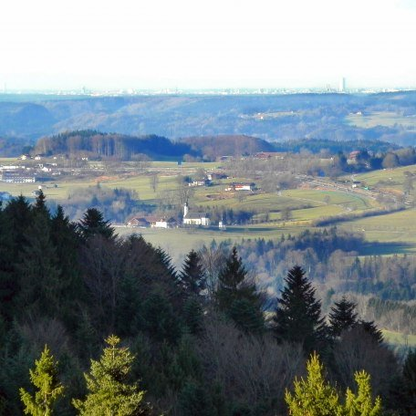 Blick Richtung Irschenberg und München, © im-web.de/ Alpenregion Tegernsee Schliersee Kommunalunternehmen