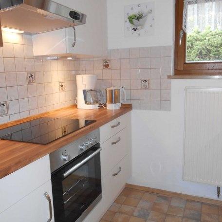 Moderne Einbauküche mit Ceran-Kochfeld, Backofen, Spülmaschine, Mikrowelle, © im-web.de/ Touristinformation Fischbachau