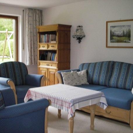Vom Wohnzimmer aus die Aussicht in den Garten und auf die Berge genießen, © im-web.de/ Touristinformation Fischbachau